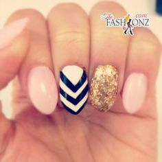 Oval nail- pink with chevron and gold accent