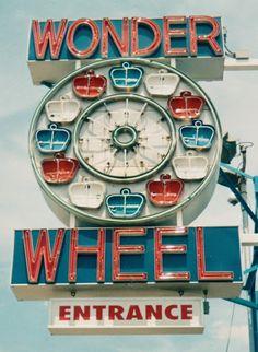 Wonder Wheel Entrance @ Coney Island Encontrado en davidcobbcraig.blogspot.com