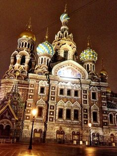Church of the Savior on Blood by CarlosMeliaBlog.com @ http://carlosmeliablog.com/first-night-exploring-st-petersburg/