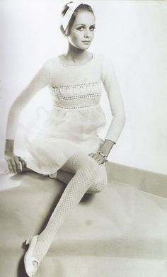 Twiggy in a picture perfect outfit. #vintage #beauty #model