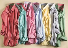 Kimileri cesaret işi dese de, önemli olanın kendine güven olduğunu bilen stil sahibi erkekler, artık kombinlerinde en fazla üç renkli parçaya yer vererek renkleri doğru kullanmanın gücünden faydalanıyor ve görünümlerini fazla meşgul ve yorucu bir havadan kurtararak renklere hükmediyor.