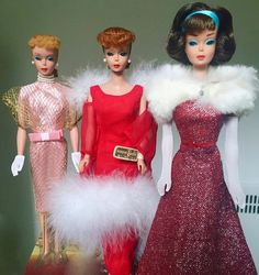 From right: Barbie wears a Japanese exclusive gown Evening Enchantment in the middle, and recreated Mattel sample on the end. Barbie Paper Dolls, Play Barbie, Barbie Doll House, Vintage Barbie Dolls, Vintage Toys, Barbie World, Barbie Life, Barbie Collector, Barbie Friends