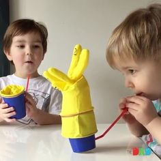 Making a toy within a minute for hours of play  - By @thedadlab Follow us @arts.hub