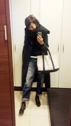 今日の私 の画像|五明祐子オフィシャルブログ 『オキラクDays』 Powered by アメブロ Jean Outfits, Fashion Outfits, Womens Fashion, Fashion Fashion, Distressed Jeans, Winter Coat, Cool Girl, Style Me, Winter Fashion