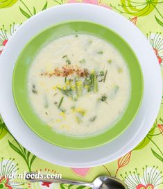 Smart Health Talk Top Weight Loss Picks: Vegan Cream of Cauliflower & Asparagus Soup - Everything you want in a soup recipe. Soup is great weight loss tool. Studies show that those having a bowl of so (Try Everything Weight Loss) Healthy Low Carb Recipes, Real Food Recipes, Vegan Recipes, Vegan Food, Detox Recipes, Soup Recipes, Liquid Diet Weight Loss, Eden Foods, Creamed Asparagus