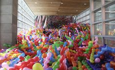 Striking Balloon Installation by Choi Jeong Hwa