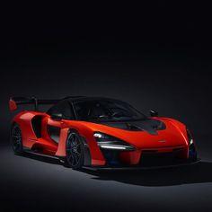 Announcing the McLaren Senna, the most aggressive McLaren road car yet ————————— Mclaren Road Car, Mclaren Cars, Mclaren Models, Future Concept Cars, Carros Premium, Dream Car Garage, Mc Laren, Cars And Coffee, Amazing Cars