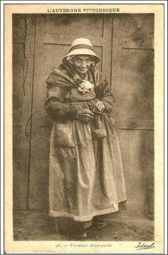 Tricoteuse auvergnate (1925)