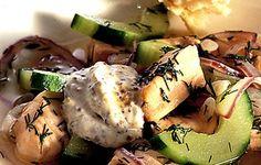 Lohikeitto kurkun ja sinappikastikkeen kera Baked Potato, Carne, Zucchini, Sushi, Menu, Favorite Recipes, Chicken, Baking, Vegetables
