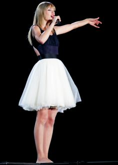 Taylor Swift in a sexy short Fit And Flare tulle beaded Dress in Red Official Music Video.She looks so stunning in the Red Tour Taylor Swift Moda, Estilo Taylor Swift, All About Taylor Swift, Taylor Swift Style, Taylor Alison Swift, Swift 3, Red Taylor, Taylor Dress, Casual Outfits