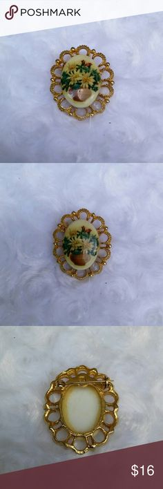 """VTG Mid Century Porcelain Floral Bouquet Brooch This cute little pin is in excellent condition. The only flaws a little discoloration of the glue on the back. Otherwise perfect. It hasabouquet offlowersin an urn transferred onto a porcelain cabochon. About 1 1/2""""in length. Vintage Jewelry Brooches"""