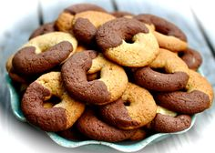 Abbracci: Chocolate-Vanilla Hug Cookies