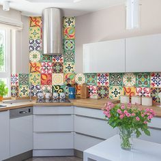 Kitchen Remodeling Ideas 10 Chic Kitchen Ideas - DESIGN DECOR TRAVEL - Have a look at 10 Chic Kitchen Ideas which inspire functionality while giving a gorgeous look to your cooking space. Kitchen Cabinet Design, Kitchen Tiles, Kitchen Colors, Diy Kitchen, Colorful Kitchen Decor, Rustic Kitchen, Country Kitchen, Kitchen Sink, Stickers Design