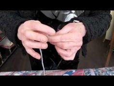 Comment enfiler une aiguille à tapisserie et faire un noeud - YouTube