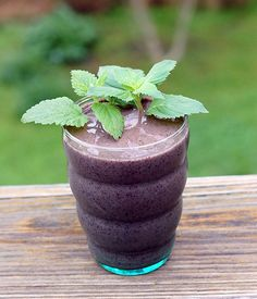 Get an herbal boost from this easy-to-make Lemon Balm and Mint Blueberry Smoothie | HealthySlowCooking.com
