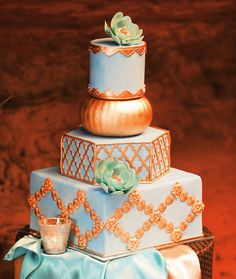 Gold + blue moroccan-inspired cake