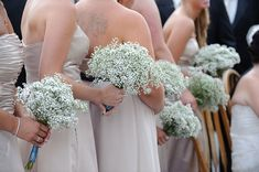 I want all my bridesmaids to have baby's breath bouquets. So beautiful, unique, and cheap!
