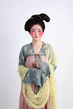 Dress and make-up of Ancient Chinese lady, Tang Dynasty style