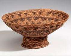 Africa | Basket collected in Lealui, Barotseland; possibly from the Lozi people | Plant fiber, dye, wood | ca. 1907.