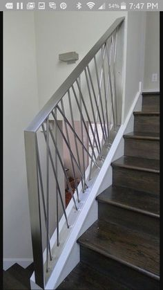 New steel stairs design awesome ideas Staircase Railing Design, Modern Stair Railing, Staircase Makeover, Modern Stairs, Staircase Ideas, Staircase Pictures, Staircase Decoration, Staircase Handrail, Railing Ideas