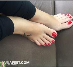 I love women's feet! Nice Toes, Pretty Toes, Feet Soles, Women's Feet, Teen Toes, Greek Feet, Feet Nails, Foot Toe, Female Feet