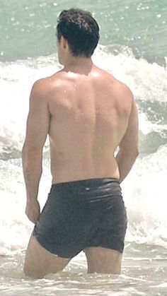 Superman hunk Henry Cavill shows off his super beach bod as he emerges from the sea Henry Cavill, Superman, Hot Army Men, Hot Men, Gentleman, Love Henry, Henry Williams, British Boys, Hairy Chest