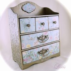 Неделя Чудного комодика Dresser As Nightstand, Decoupage, Craft Projects, Hand Painted, Antiques, Jewlery, Boxes, Painting, Furniture
