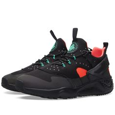 The latest addition in the Nike Air Huarache Utility pushes the iconic silhouette to be a new leading model. The 'Black Iridescent' edition features a rugged design with a reworked Magwire lacing system, finished with the insertion of an iridescent mudguard.  Mesh & Neoprene Uppers Magwire Lacing System Rugged Outsole 3M Reflective Detailing Iridescent Mudguard Dynamic Flywire