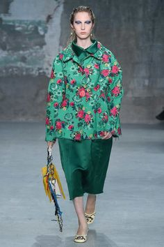 https://www.vogue.com/fashion-shows/spring-2018-ready-to-wear/marni/slideshow/collection