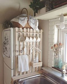 DIY Home Decor, room decor plan number 9310051029 for one quite jaw dropping room decor. Modern Farmhouse Kitchens, Farmhouse Kitchen Decor, Home Kitchens, Small Kitchens, Diy Home Decor Easy, Diy Furniture Plans, Kitchen Furniture, Wood Furniture, Shabby Chic Decor