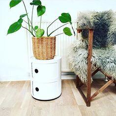 White | Componibile Kartell by Anna Castelli Ferrieri. Via Instagram, thanks to @ lone_groentved