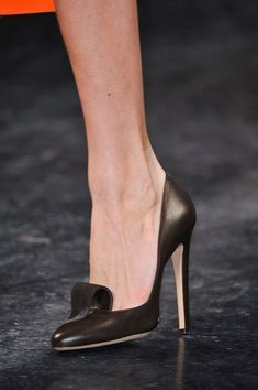 Zapatos de mujer - Womens Shoes - Calling All Shoe Girls!: Within the general fashion sphere, you can typically divide women into those who love bags and those who love shoes. Dream Shoes, Crazy Shoes, Me Too Shoes, Pumps Heels, High Heels, Stilettos, Runway Shoes, Zapatos Shoes, Hot Shoes