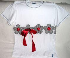Camiseta branca com flores vazadas e fita vermelha | Flickr - Photo Sharing!