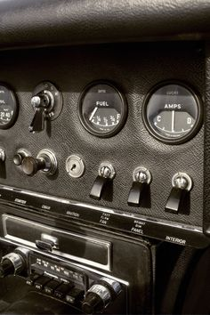 Jaguar E-Type series one dashboard
