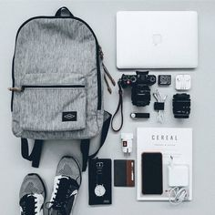 22 Clever Travel Flatlay Ideas 22 Clever Travel Flatlay Ideas - When doing the travel flatlay photography, try to find as many helpful props as you can, just note that they need to match your key item Travel Flatlay, Mochila Adidas, Backpack Essentials, Travel Essentials, Accessoires Iphone, What In My Bag, Flat Lay Photography, Travel Photography, Mode Masculine