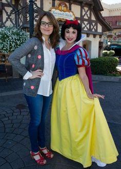 Tina Fey poses with Snow White at Walt Disney World