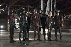 O CW divulgou a foto oficial do primeiro crossover deste ano das séries Arrow e The Flash. Nela, além dos personagens regulares Speedy (Willa Holland), Arqueiro Verde (Stephen Amell), Canário Negro...