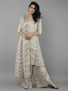 64 Ideas For Dress Nigth Wedding Robes Pakistani Dress Design, Pakistani Dresses, Pakistani Suits, Bridal Anarkali Suits, Indian Attire, Indian Outfits, Indian Designer Outfits, Designer Dresses, Designer Punjabi Suits