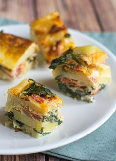 Tapas recept: Spaanse Tortilla met Chorizo Tortilla de patata con jamon serano is ook verrukkelijk! via BrendaKookt. Mexican Tapas, Spanish Tapas, Chorizo, Tortillas, Appetizer Recipes, Appetizers, Frittata, Tapas Party, Tapas Dinner