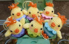 Free pattern download for these adorable little chicks in eggs!