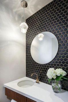 carrelage noir, hexagonal, miroir rond de salle de bains