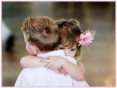 Abrazo entre niños - Hug between children True Love, My Love, Missing Someone, Les Sentiments, Young Love, Baby Kind, Dalai Lama, True Friends, Baby Friends