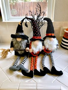 Adorable gnomes for your holiday display! Pair nicely with your Rae Dunn :) All . Halloween Crafts To Sell, Casa Halloween, Halloween Home Decor, Halloween Items, Holidays Halloween, Fall Crafts, Halloween Decorations, Christmas Crafts, Adornos Halloween