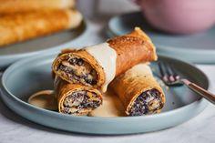 Mákos gubás palacsinta - jól látjátok! | Street Kitchen Waffles, Pancakes, Pretzel Bites, French Toast, Bread, Poppy, Cookies, Breakfast, Sweet