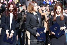 SNSD - Choi SooYoung 최수영 & Kwon YuRi 권유리 with Park ShinHye graduating Joongang University 160215 중앙대학교 예술대학 학위수여식 #수영 #셩이