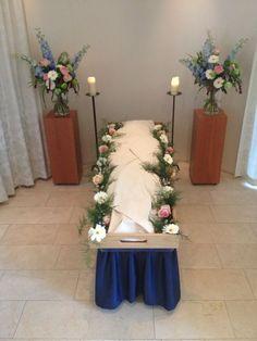 Een mooie opstelling | Vind meer inspiratie over grafmonumenten voor de begrafenis en de crematie op http://www.rememberme.nl/urnen-grafkisten-grafmonumenten/