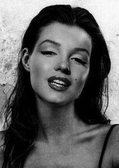 Marilyn Monroe with dark  hair (gray tone)