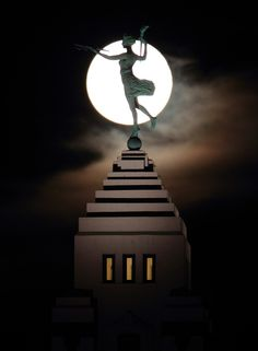 Amazing photograph by Chicago Tribune photojournalist Chris Walker taken last week as he chased the Harvest Moon around the city.  You'll recognize the statue as Spirit of Progress which stands atop the former Montgomery Ward Administration Building (completed 1929) at 619W Chicago Ave.  ~(~Pinned via Anthony AlfaroMore) here: http://newsblogs.chicagotribune.com/tribune-photo-nation/2012/10/harvest-moon.html