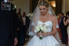 Real Wedding - Matrimonio.com Wedding Simple, Simple Weddings, Real Weddings, Bouquet Wedding, Wedding Dresses, Crying, Bride, Fashion, Simple Wedding Updo
