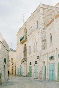 Cobblestone Streets and beautiful blue doors of Jerusalem | photography by http://www.jaimelaurenphotographyblog.com/